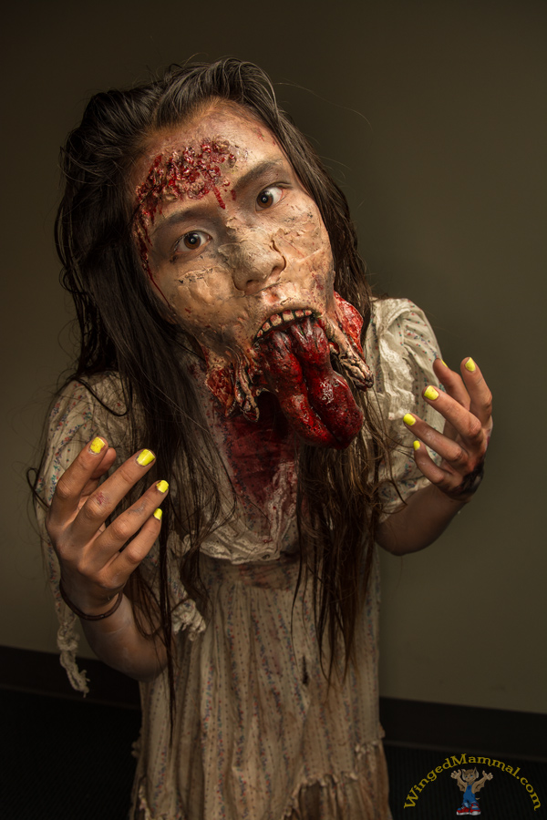 comiccon 2013 walking dead female zombie cosplay photo